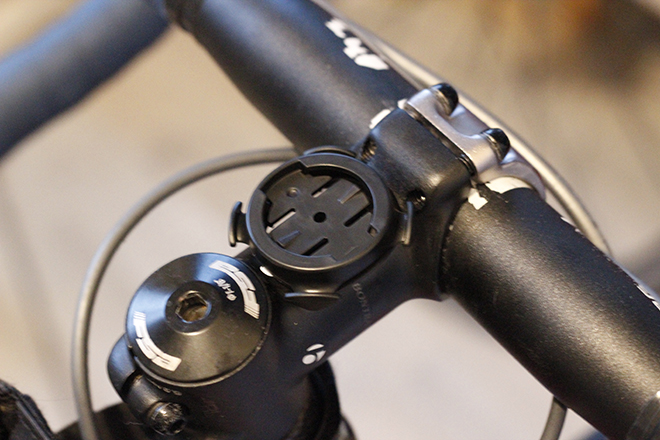 A 920XT mount plate placed on the stem.