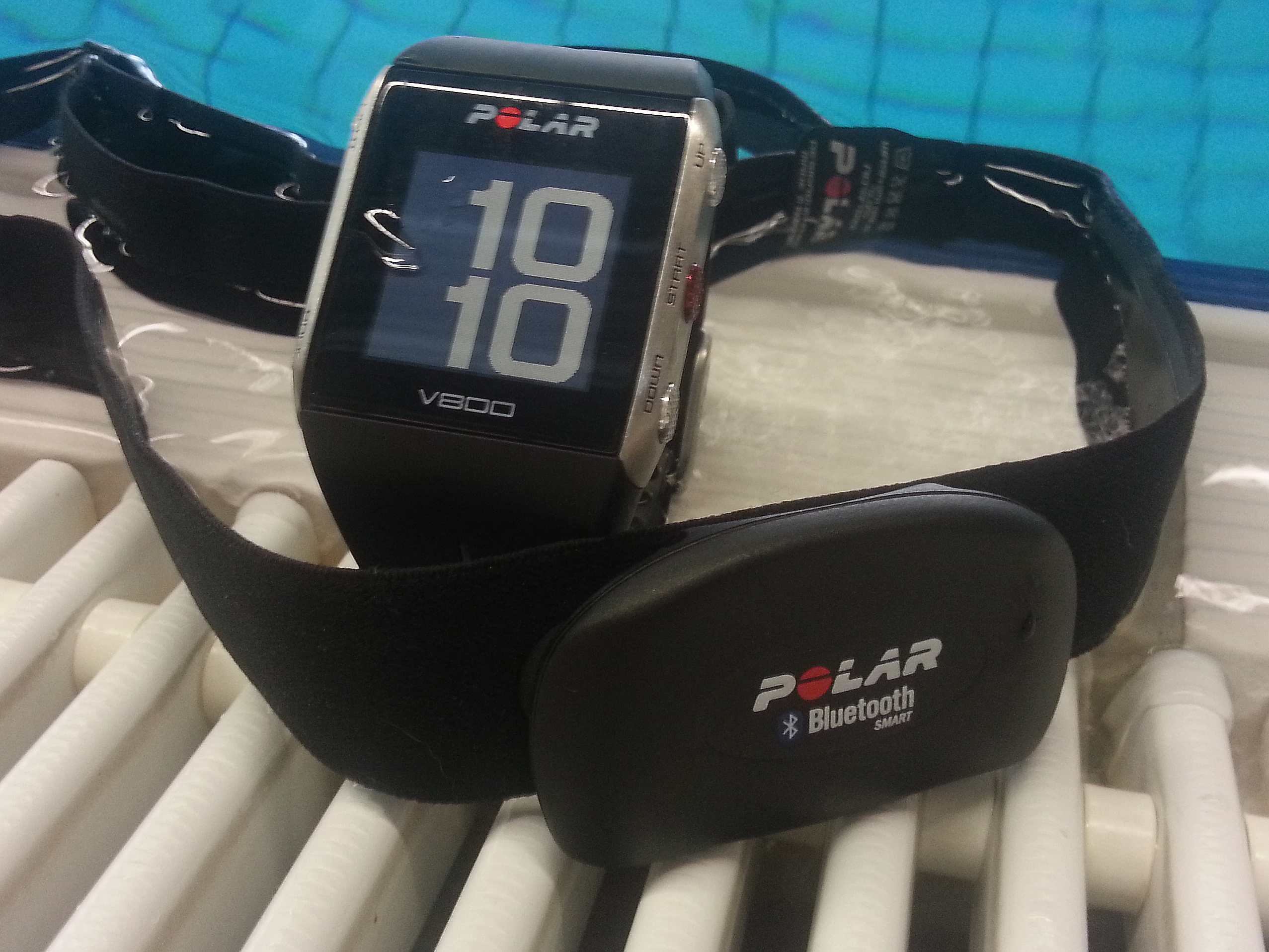 v800 by the pool
