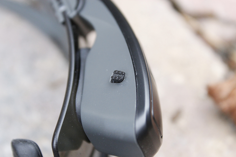Recon-Jet-Screen-Asjust-close-up