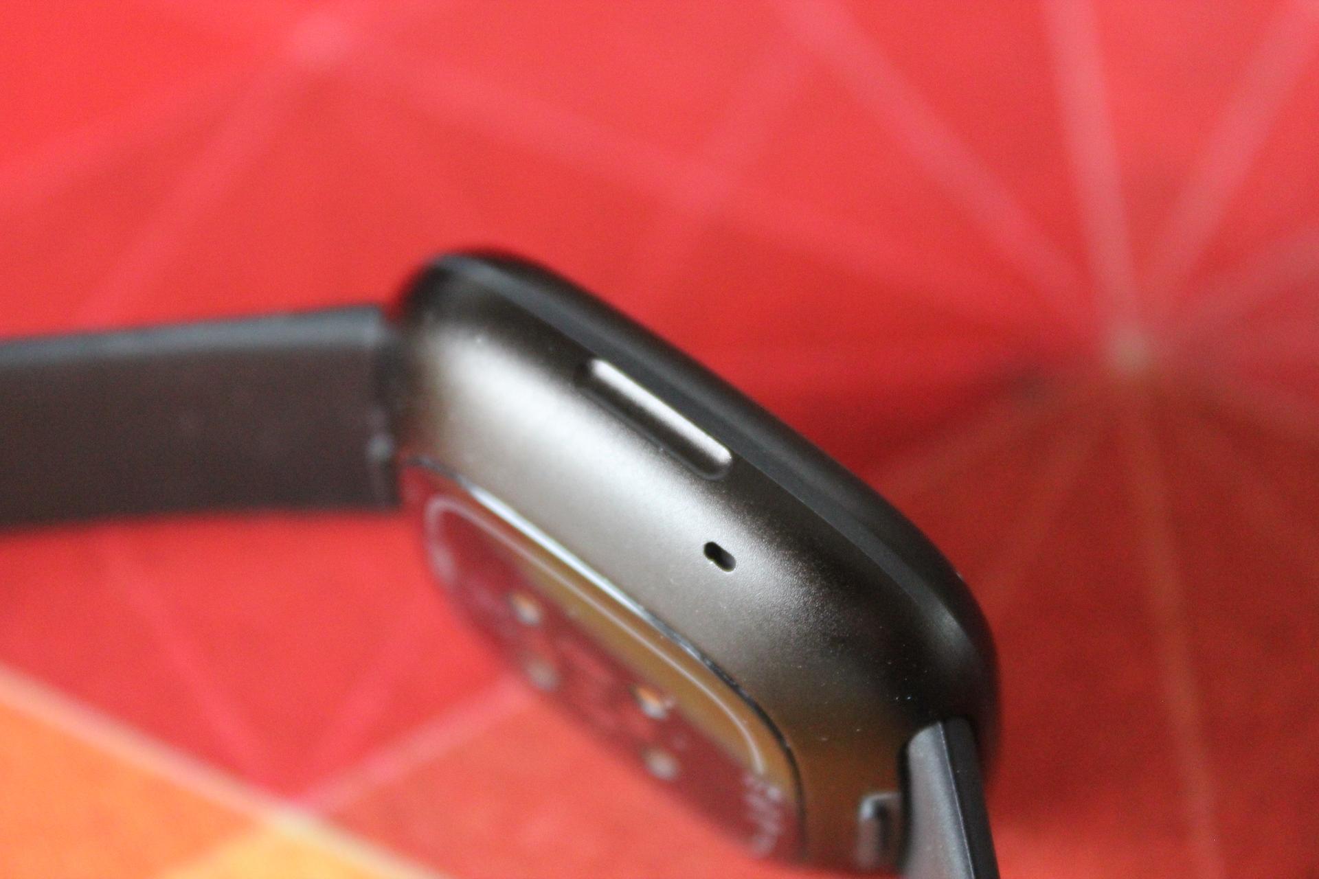 Fitbit-Versa-3-button