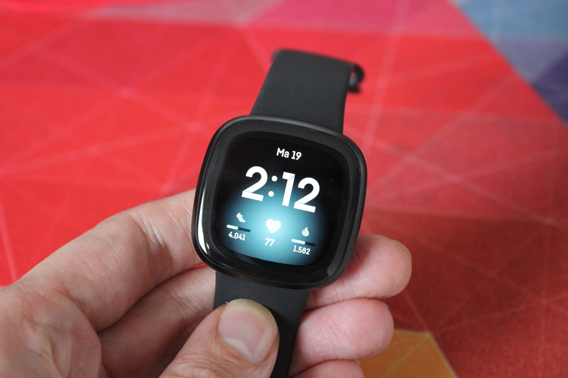 Fitbit-Versa-3-default-watchface-1
