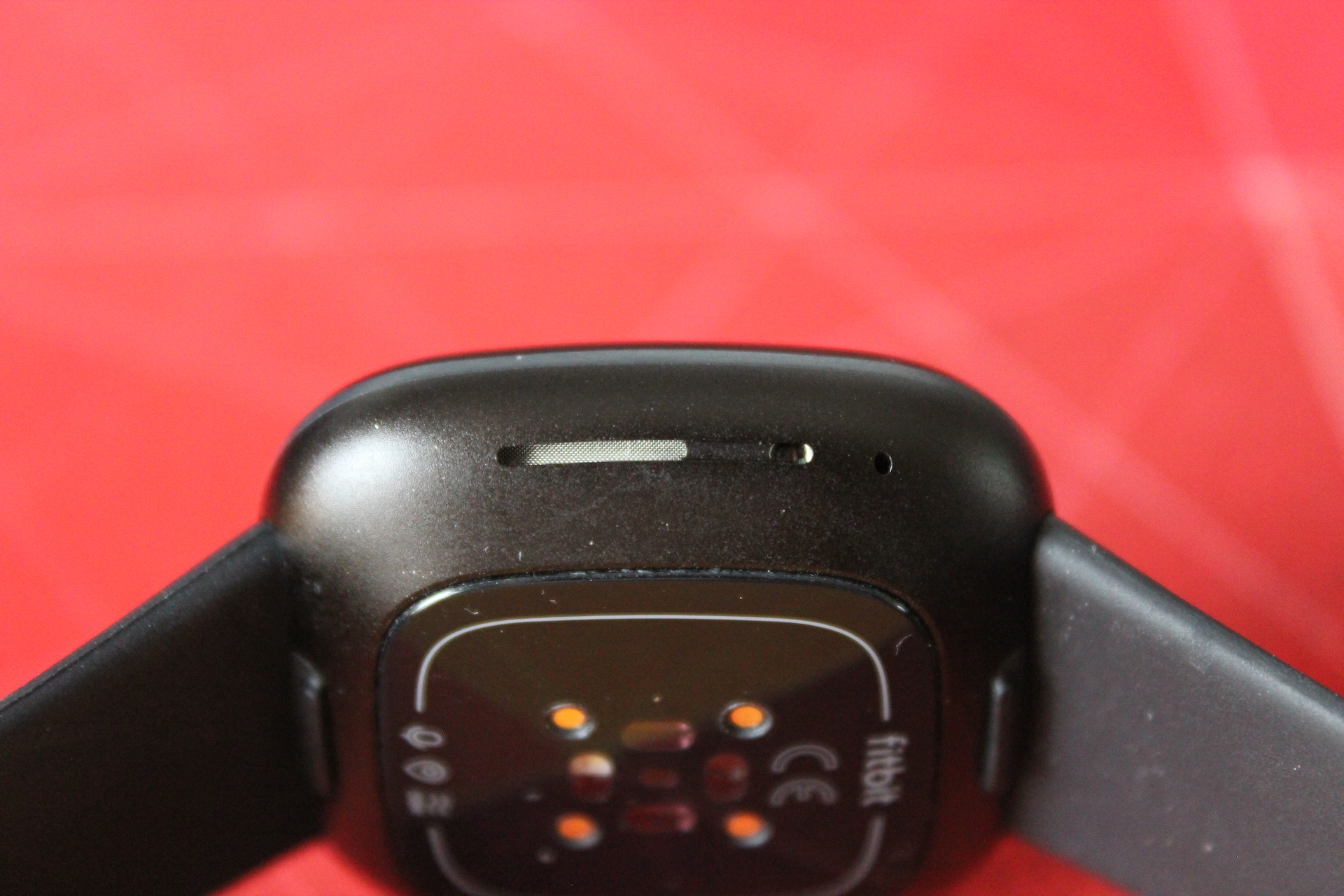 Fitbit-Versa-3-speaker